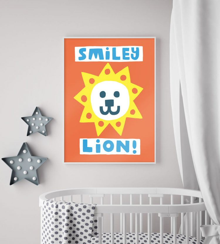 Smiley lion-poster med vit babysäng under textil-sänghimmel